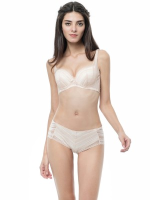Scalloped Lace Demi Moulded Bra